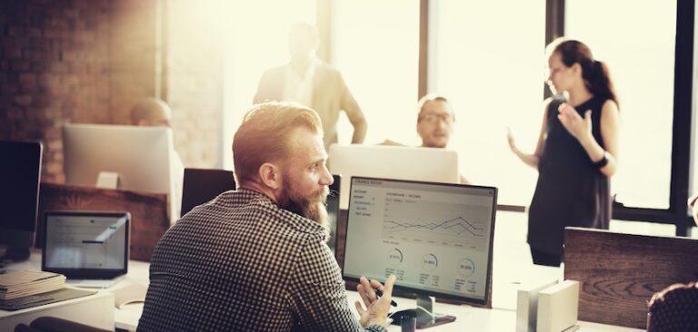 ¿Por qué todos los especialistas en marketing digital deberían utilizar una herramienta SERP Checker?