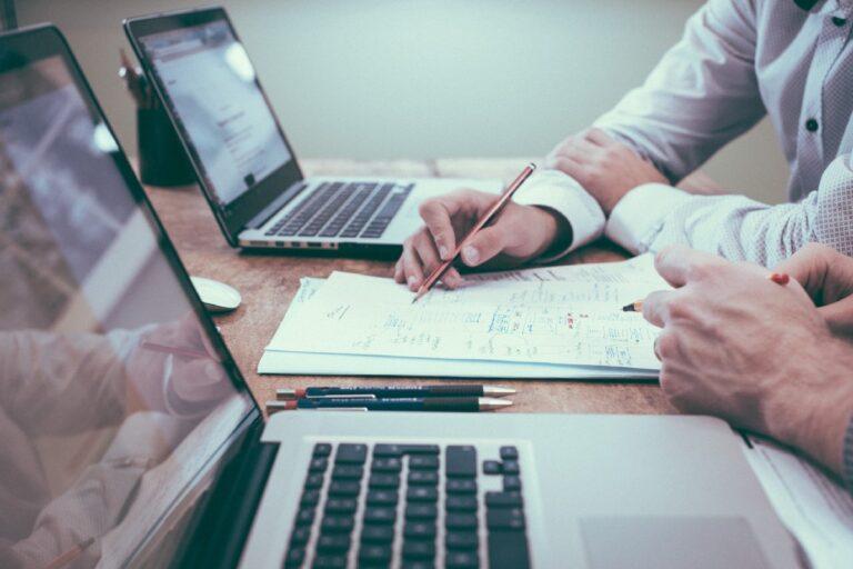Medidas implícitas en UX: ¿Podemos medir los motivos subconscientes de nuestros usuarios?  |  Maria Panagiotidi |  Julio de 2021