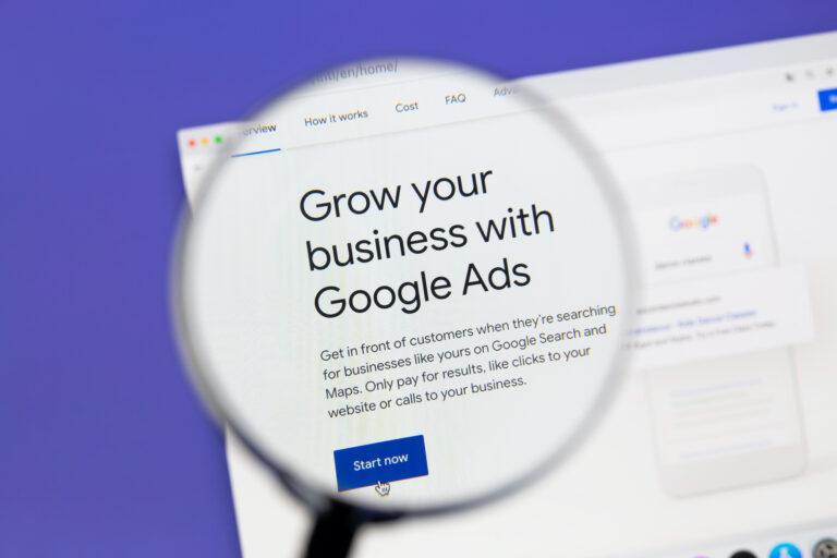 Google Ads introducirá nuevas páginas de anunciantes con énfasis en la transparencia.